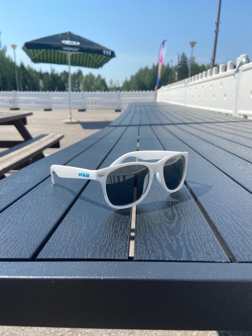 Uudet #VIÄRÅIF aurinkolasit nyt myynnissä!