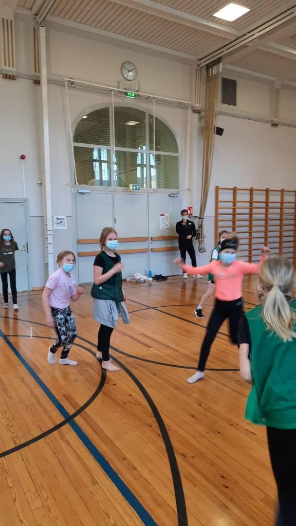 Cynkkans elever i åk 3 fick prova på handboll