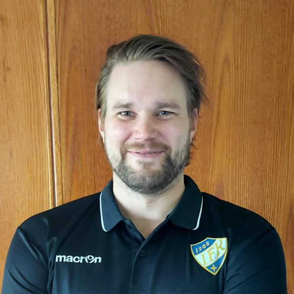 Kristian Jansson rakentamaan ÅIFK:n peliä
