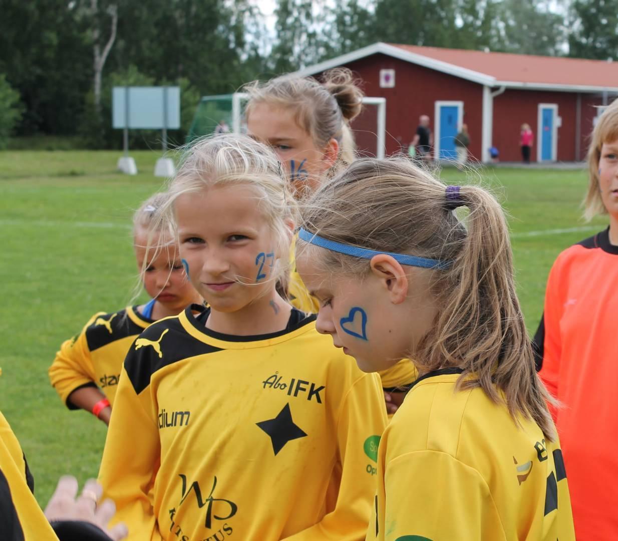 ÅIFK-taustaiset Iida ja Ulla salibandyn maailmanmestareita