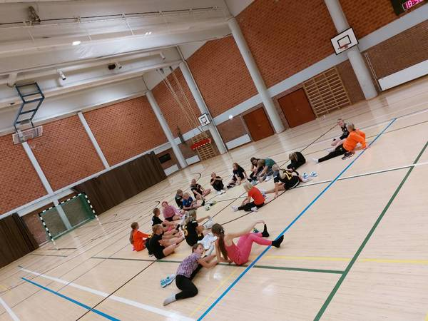 20 tyttöä paikalla treeneissä!