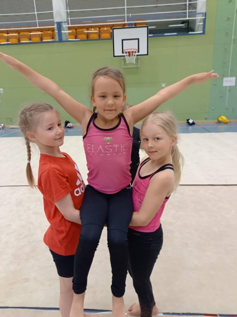 Monipuolista voimistelua pikkulapsista aina aikuisten ryhmiin asti - Tervetuloa mukaan!