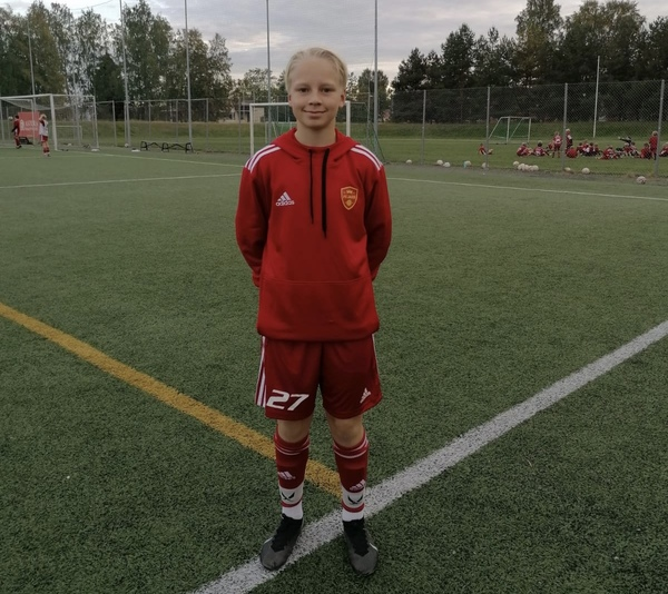 Maajoukkuepelaaja Leo Autti vahvistaa FC Jazzin 06-ikäluokkaa