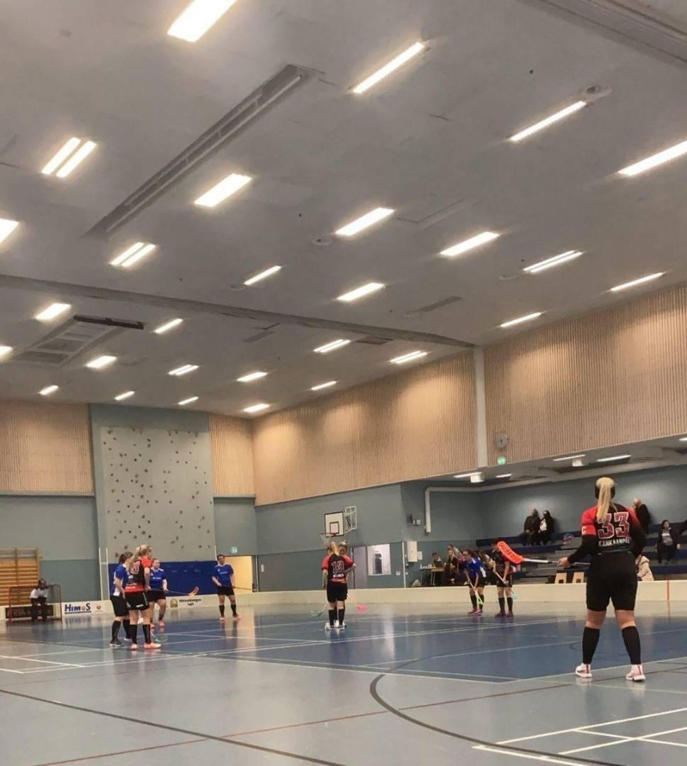 Yllättävän tehokas ylivoima siivitti Happeen Naiset voittoihin kauden avausturnauksessa