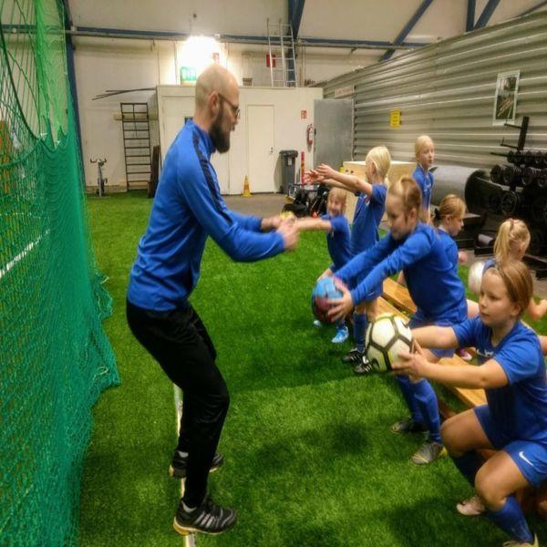 TIEDOTE: Tomi Mäkelä jatkaa HJS:ssa 2022 asti