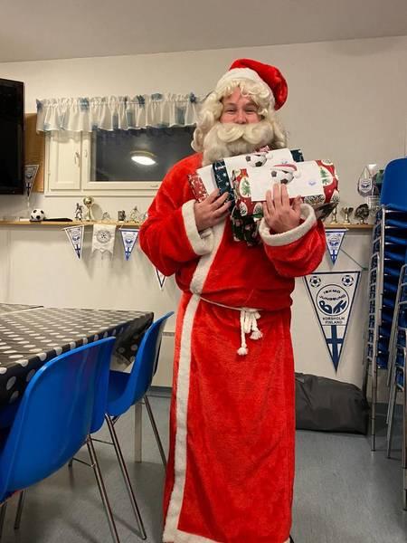 Tomten delade ut julklappar