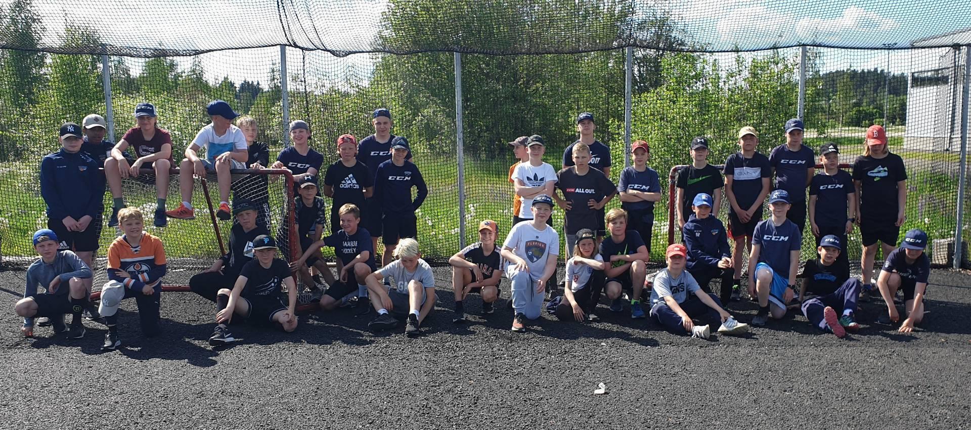 Peli- ja luisteluleirillä U13-14 jääkausi pakettiin