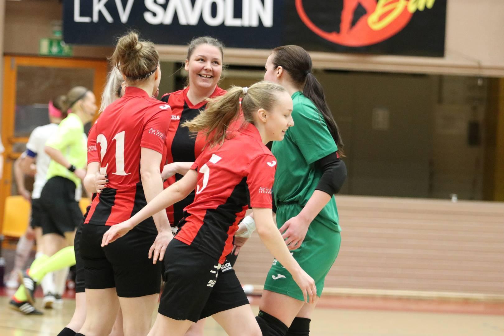 Naiset matkaavat Espooseen saalistamaan välieräpaikkaa