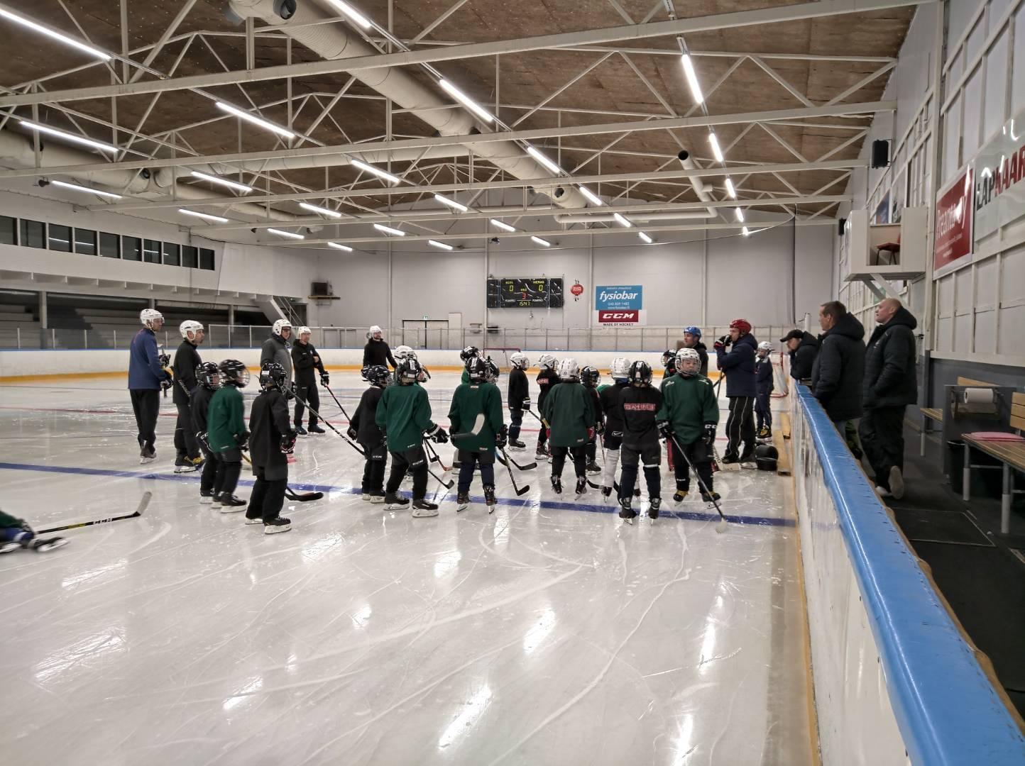 U09 (2012) – jääharjoitukset alkoivat!