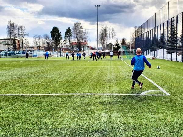 Harjoitukset siirtyivät jalkapallohallista ulkokentille