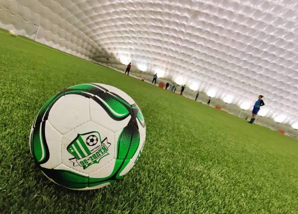 Höntsät siirtyvät jalkapallohalliin