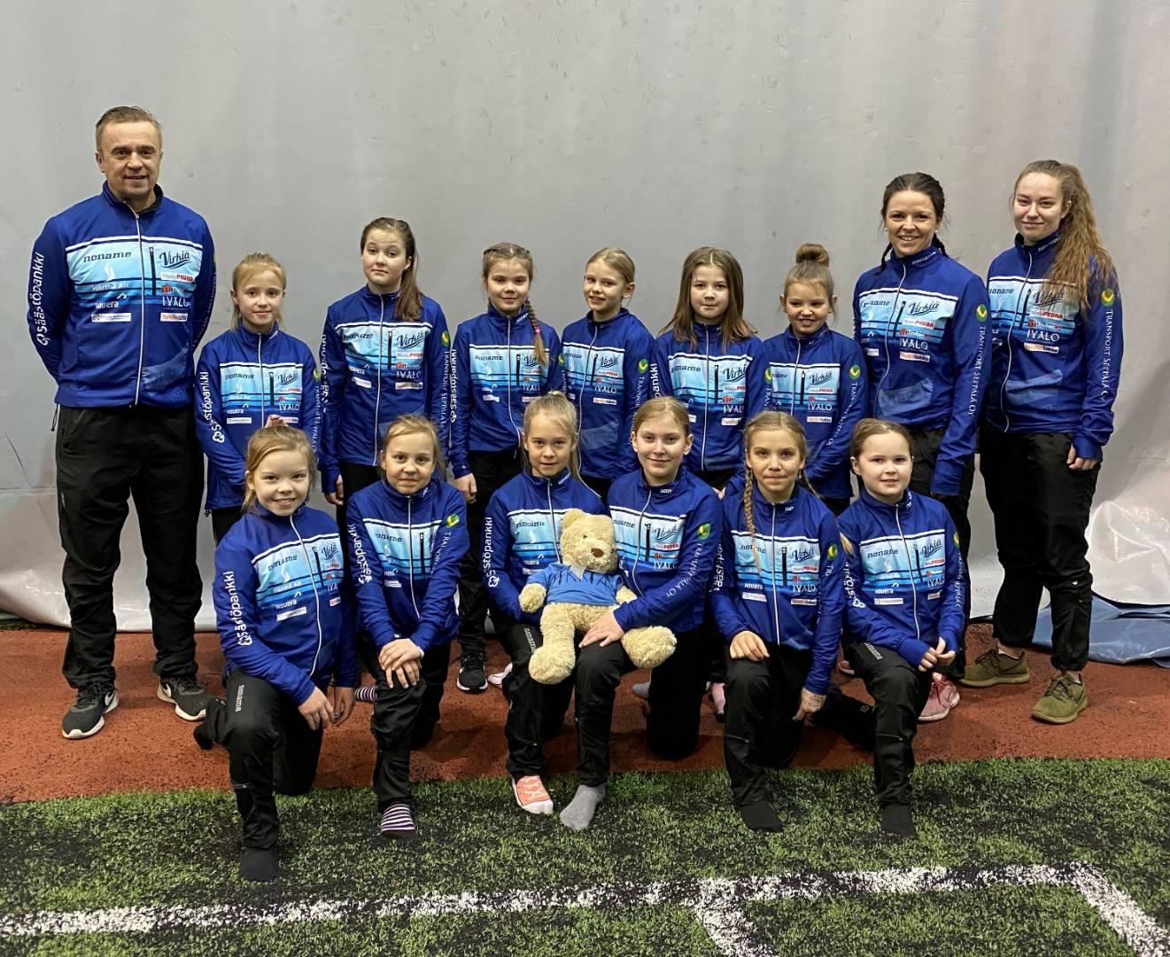 F-tytöt sinisten kuulumisia korona-arjen keskeltä
