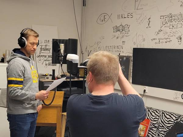 Petri Vehanen Lukosta moi - Lukko-legenda lainaa äänensä seuran jäsenkyselyn tekevälle robotille