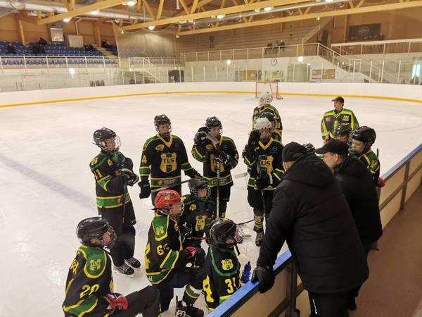 TUS Hockey U15 voittoon kauden avauspelissä.